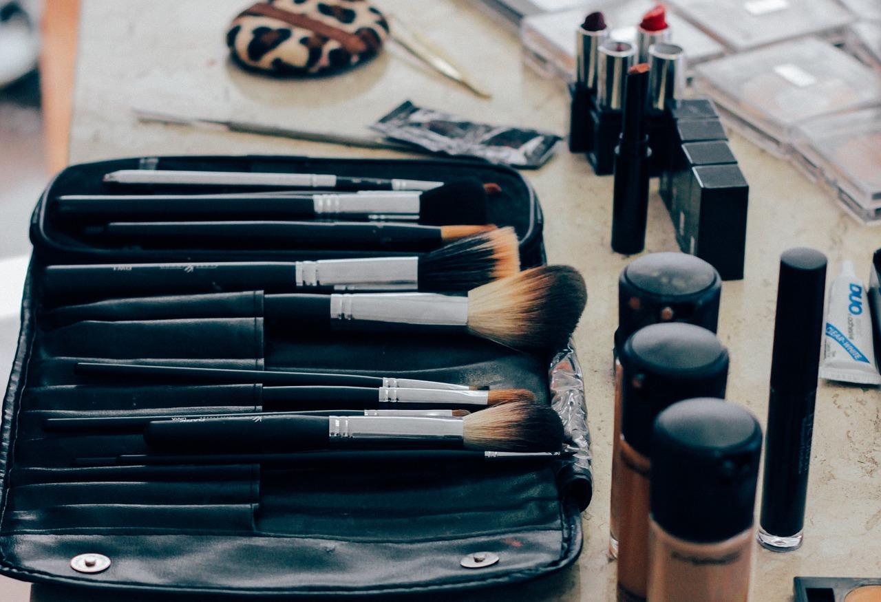 Est-ce que le maquillage nous rend plus jolies ?