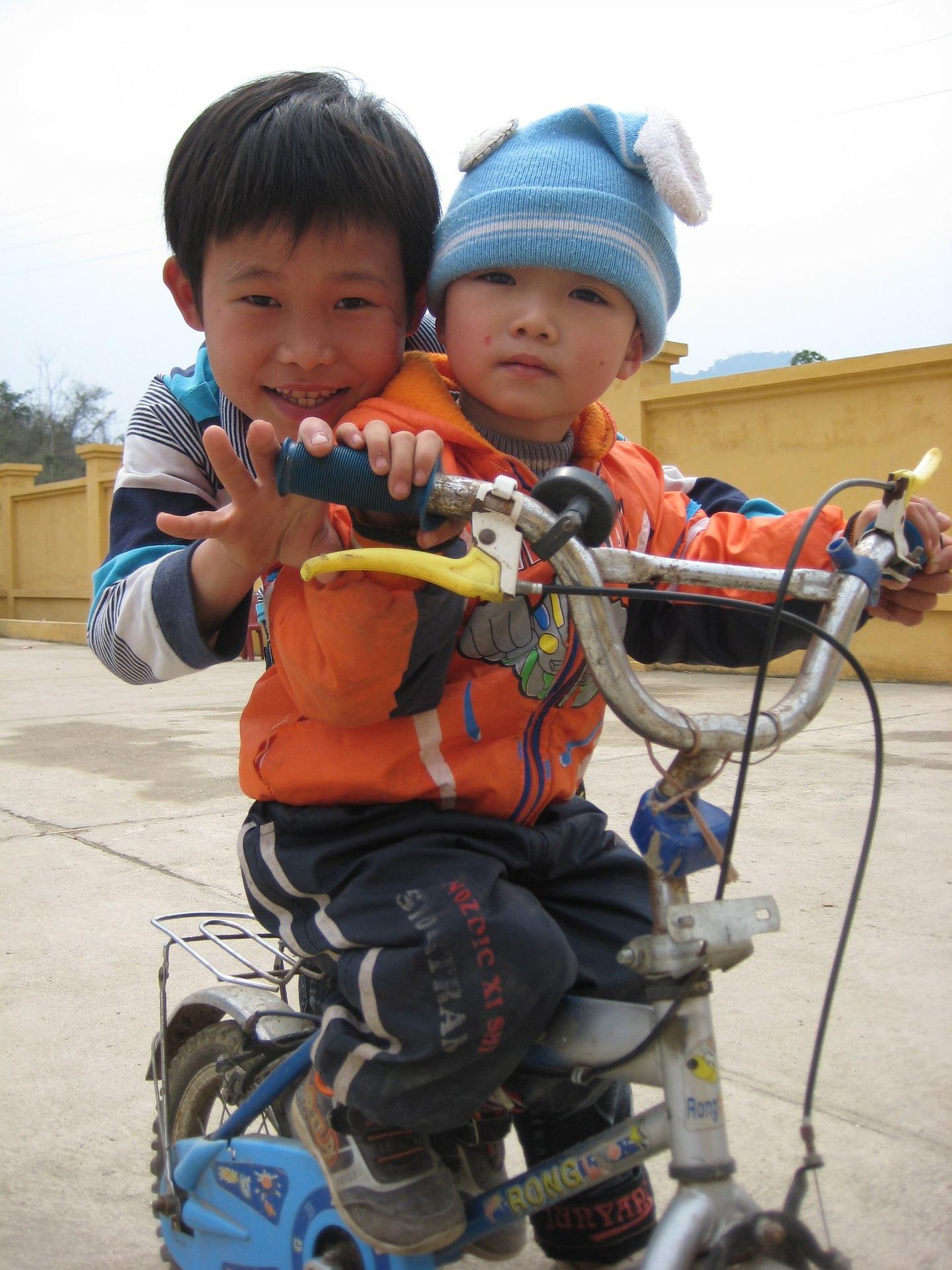 Quand pouvez-vous mettre votre bébé sur un vélo ?